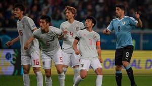 اروگوئه 2- 2ژاپن؛ توقف آسیاییها با جنجال داوری