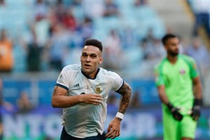 گل اول آرژانتین روی اشتباه مدافع قطر (مارتینز)