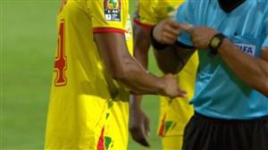 کارت زرد داور به بازیکن بنین برای به همراه داشتن انگشتر