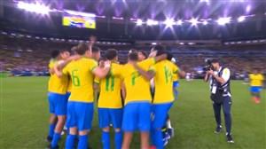 خوشحالی بازیکنان برزیل پس از سوت پایان بازی