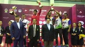 اهدای کاپ تیم ملی کشتی فرنگی جوانان قهرمان رقابت های آسیایی تایلند