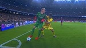 شاهکارهای تکرار نشدنی دروازه بانان در فوتبال