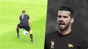 منتخبی از اشتباهات مهلک دروازه بانان در فوتبال