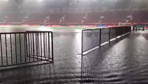 باران شدید پیش از شروع بازی هنان جیانی در سوپرلیگ چین