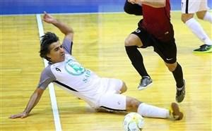 بازیکن اروگوئه اذیتم کرد او را زدم