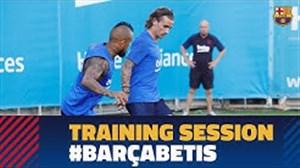 تمرینات بارسلونا قبل از بازی با رئال بتیس