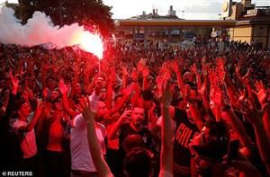 خوشگلدین!؛ استقبال ۲۵ هزار نفری از فالکائو (عکس)