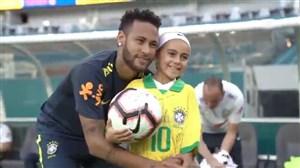 حضور دختر خردسال عاشق فوتبال در تمرین برزیل