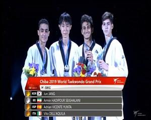 مراسم اهدای مدال تکواندو وزن 58 کیلوگرم ( مدال نقره به آرمین هادی پور )