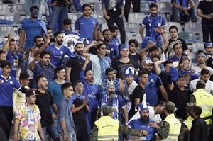 شعار هواداران استقلال برای تحریم بازی توسط بازیکنان