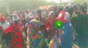 اعتراض بانوان با شیپور از فرط خستگی و ناراحتی
