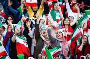 شعار جالب خانم ها در ورزشگاه آزادی