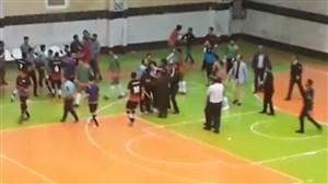 درگیری شدید بازیکنان فوتسال پس از سوت پایان
