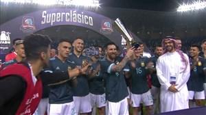 مراسم اهدای جام سوپرکلاسیکو به تیم آرژانتین