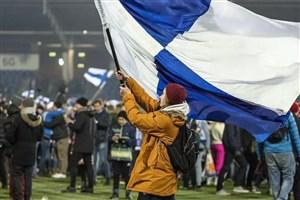 هجوم هواداران فنلاندی به زمین پس از صعود تاریخی
