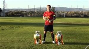 عکاسی راموس با جام های تیم ملی اسپانیا