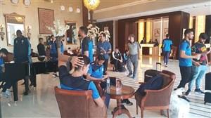 استقلالی ها در لابی هتل آماده اعزام به محل مسابقه