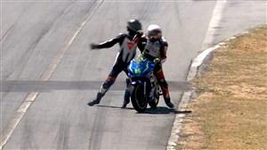 درگیری عجیب و غریب در مسابقات موتورسواری
