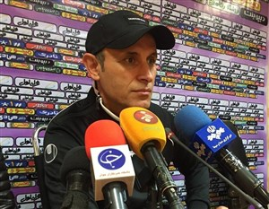 یحیی گل محمدی : اینجا میخواهند ورزشگاه پر نشود!