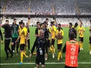 جشن بازیکنان و هواداران سپاهان پساز کسب پیروزی تاریخی در امارات