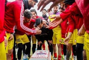 جشن تولد حاجصفی در حاشیه تمرین امروز