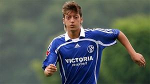 عملکرد مسوت اوزیل در 18 سالگی در باشگاه شالکه04