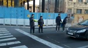 حضور پیشکسوتان فوتبال برای ضدعفونی کردن خودروها و اهدای ماسک
