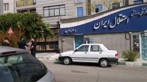 خبرنگاران مقابل باشگاه استقلال سر کار ماندند