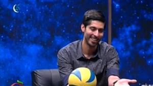 والیبال بازی کردن علی شفیعی بازیکن تیم ملی با یک معلول عاشق والیبال