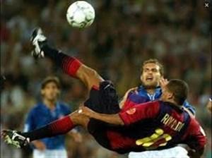 عملکرد خاطره انگیز ریوالدو در بازی بارسلونا - والنسیا
