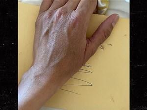 باز کردن نامه کوبی در سالگرد تولد همسرش