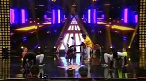 اجرای حرکات نمایشی گروه شهریار در برنامه عصر جدید