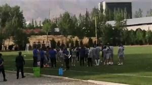 تشویق فرهاد مجیدی و تبریک از راه دور توسط هواداران در حاشیه تمرینات