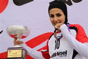 گفتگو با فروغ موری ستاره فوتبال بانوان از خطه خوزستان