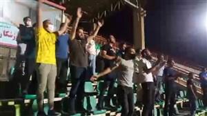 حضور هواداران اراکی در ورزشگاه بدون توجه به پروتکل بهداشتی!