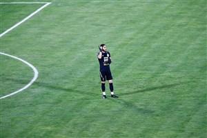 واکنش جالب حسینی به 3 گل؛ تعویض پیراهن!