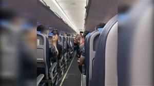 تبریک خلبان هواپیما به تیم پرسپولیس پس از قهرمانی
