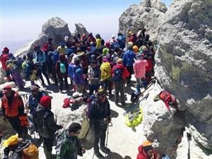 صعود به دماوند؛ شوخی عجیب کوهنوردان با کرونا!