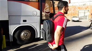 ورود بازیکنان تراکتور و نفت مسجد سلیمان به ورزشگاه یادگار امام