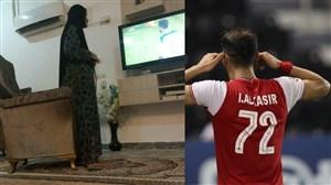 عکس جالب از مادر عیسی آل کثیر در حال تماشای بازی پرسپولیس
