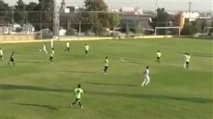 گلزیبای رزاقپور بازیکن ماشینسازی در دیدار دوستانه برابر پیکان