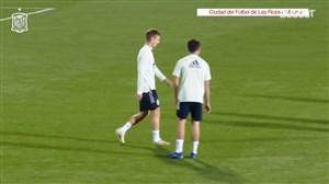 تمرینات دروازه بانان اسپانیا پیش از بازی مقابل هلند