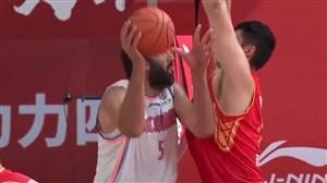 درخشش بی نظیر حامد حدادی در لیگ بسکتبال چین