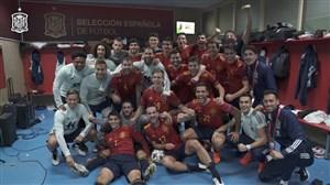 رختکن تیم ملی اسپانیا پس از شکست آلمان ها