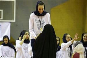 دختر آسمانخراش ترکمنستانی در راه تهران