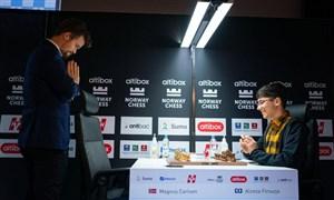 هشتمی فیروزجا در پایان روز اول تورنمنت ۱.۵ میلیون دلاری شطرنج/ کارلسن بازهم فیروزجا را شکست داد