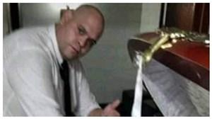 مردی که با جسد دیگو عکس گرفت!
