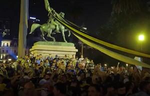 صحنههای احساسی از ادای احترام هواداران آرژانتینی به مارادونا