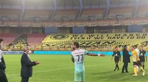 اعتراض بازیکنان سایپا به آتش بازی در ورزشگاه نقش جهان