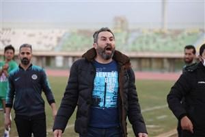 لطیفی: به روح مادرم فوتبال را کنار میگذارم